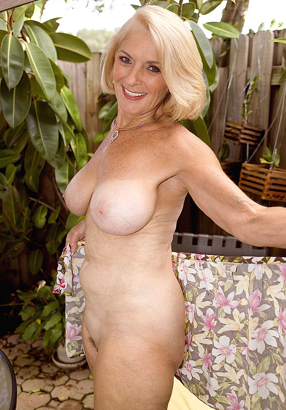 Mature women and grannies. Gallery - 303. Photo - 8