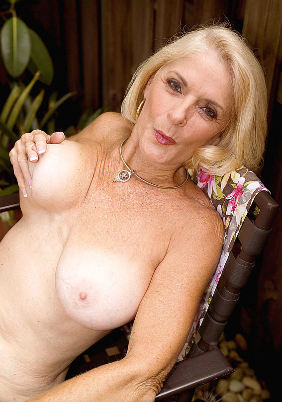 Mature women and grannies. Gallery - 303. Photo - 9
