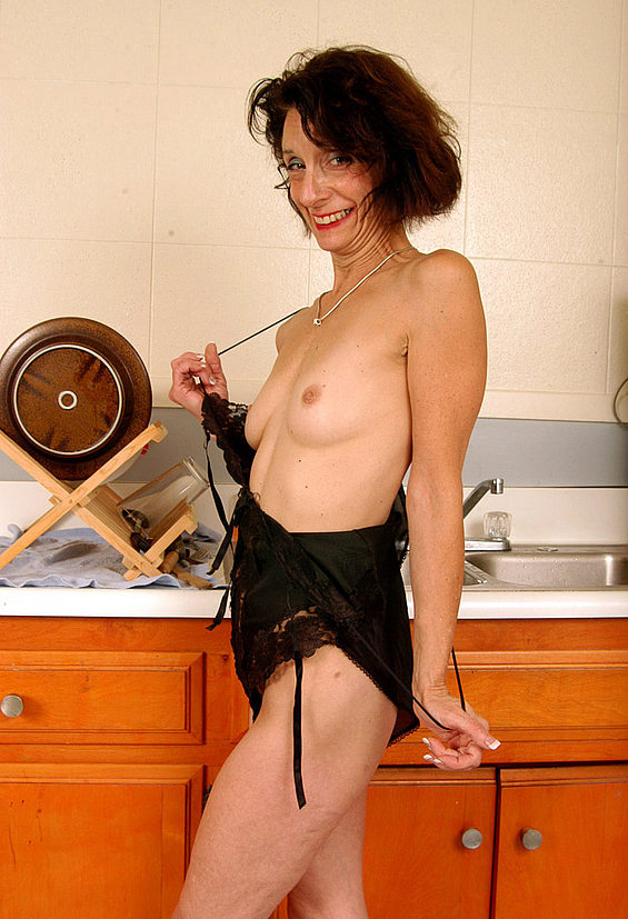 Mature women and grannies. Gallery - 304. Photo - 12