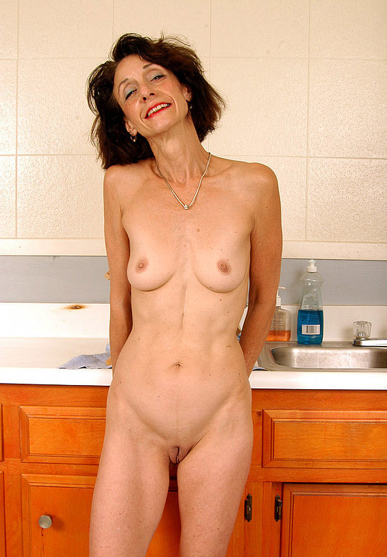Mature women and grannies. Gallery - 304. Photo - 14