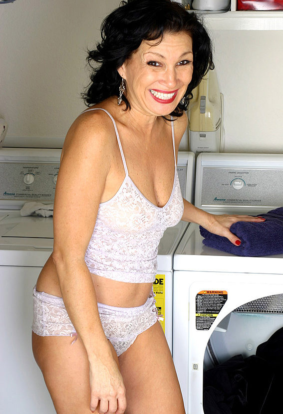 Mature women and grannies. Gallery - 305. Photo - 1