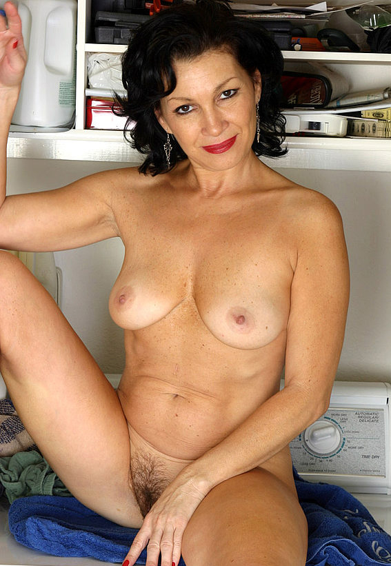 Mature women and grannies. Gallery - 305. Photo - 10