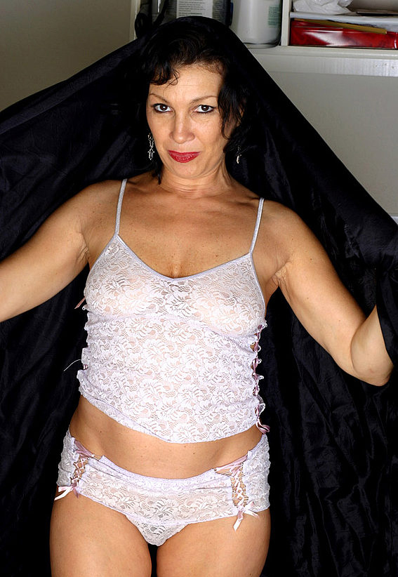 Mature women and grannies. Gallery - 305. Photo - 2