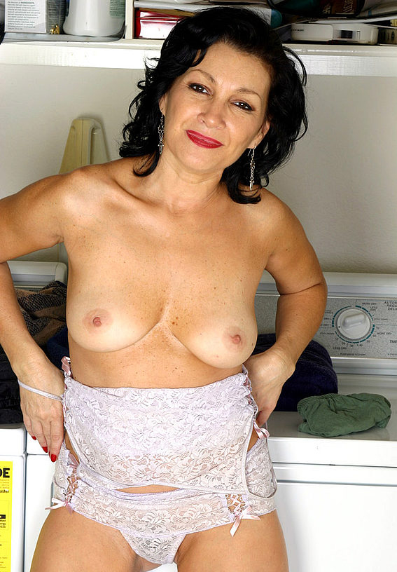 Mature women and grannies. Gallery - 305. Photo - 6