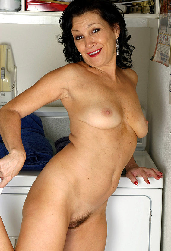 Mature women and grannies. Gallery - 305. Photo - 8
