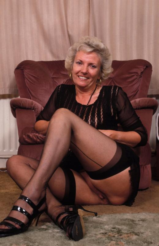 Mature women and grannies. Gallery - 307. Photo - 2