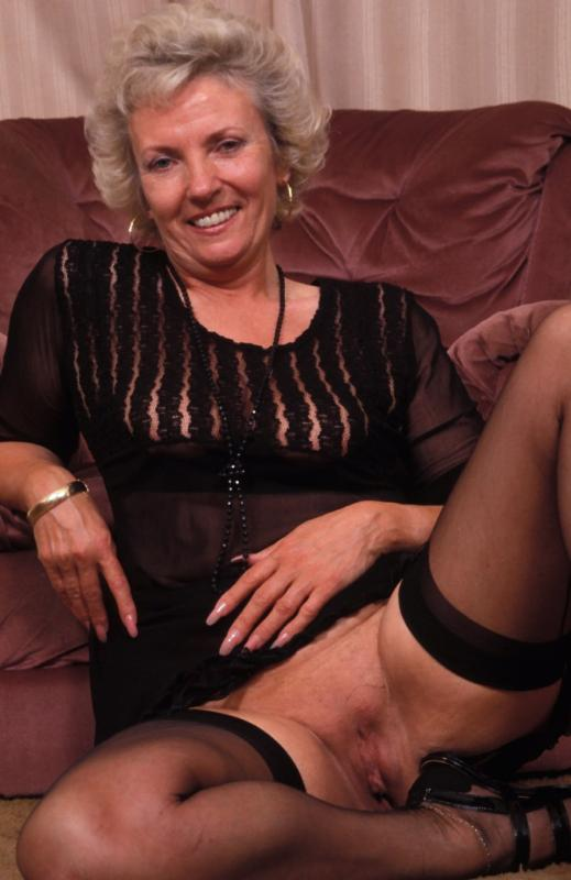 Mature women and grannies. Gallery - 307. Photo - 3