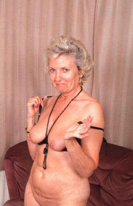 Mature women and grannies. Gallery - 307. Photo - 9