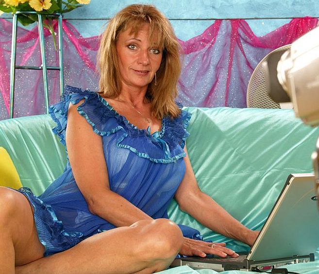 Mature women and grannies. Gallery - 308. Photo - 1