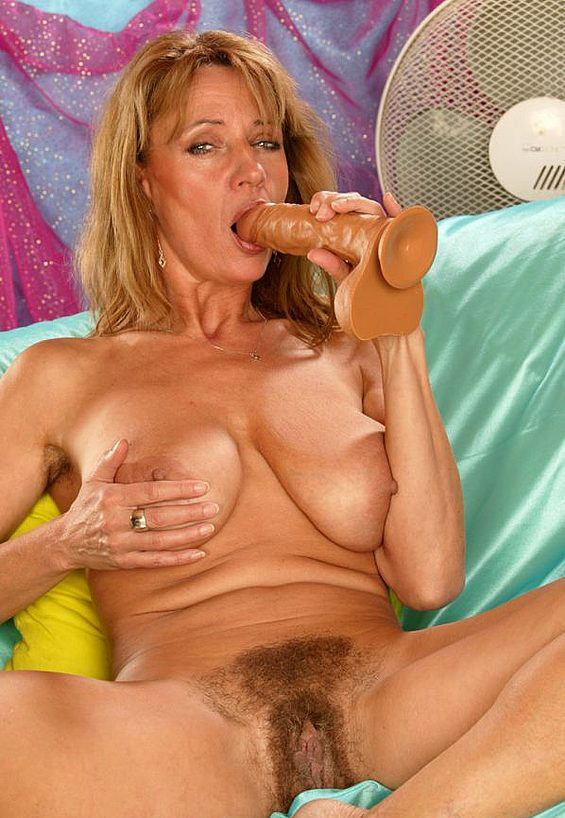 Mature women and grannies. Gallery - 308. Photo - 13