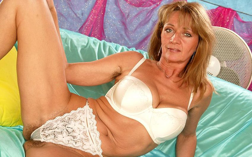 Mature women and grannies. Gallery - 308. Photo - 3