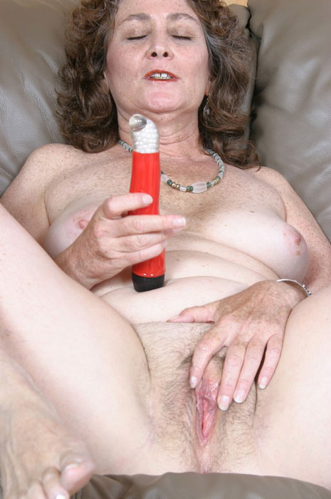 Mature women and grannies. Gallery - 310. Photo - 1