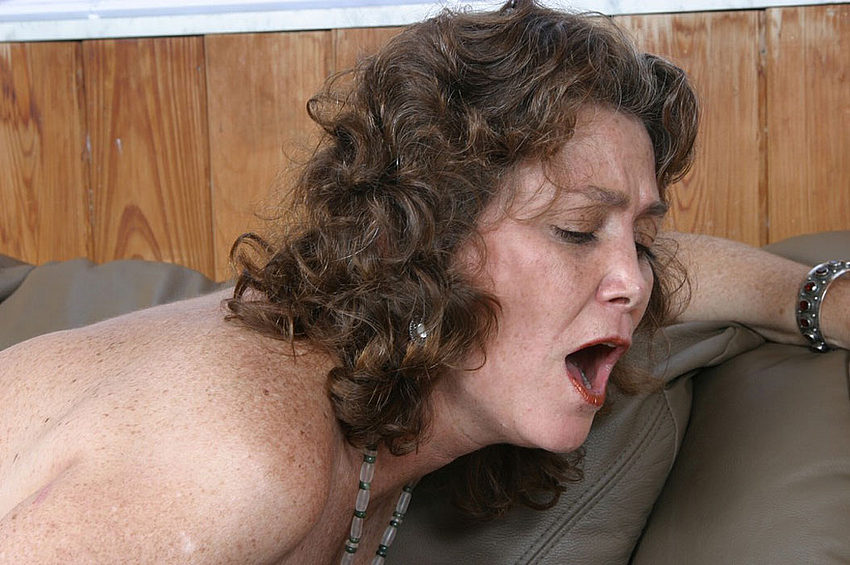 Mature women and grannies. Gallery - 310. Photo - 12