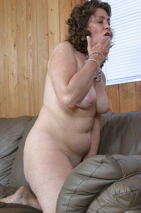 Mature women and grannies. Gallery - 310. Photo - 13