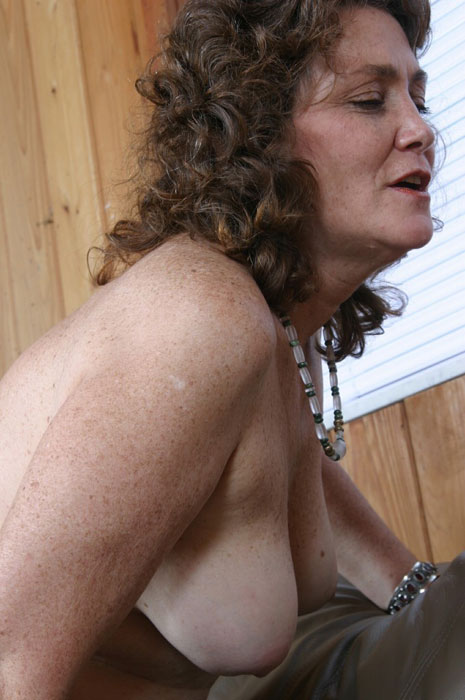 Mature women and grannies. Gallery - 310. Photo - 15