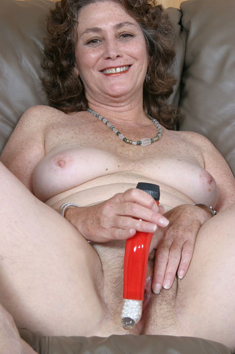 Mature women and grannies. Gallery - 310. Photo - 2
