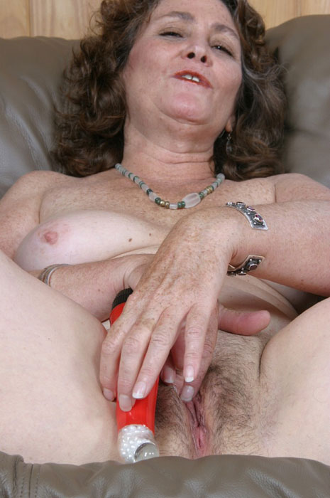 Mature women and grannies. Gallery - 310. Photo - 3