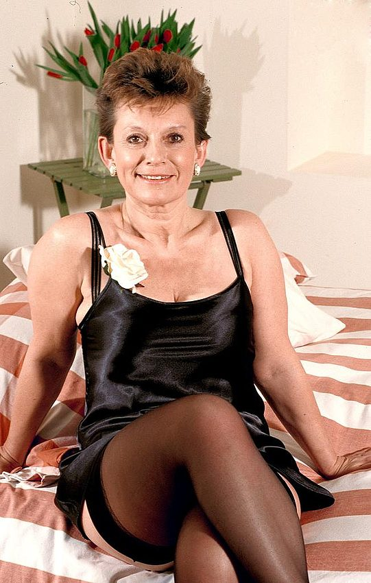 Mature women and grannies. Gallery - 312. Photo - 1