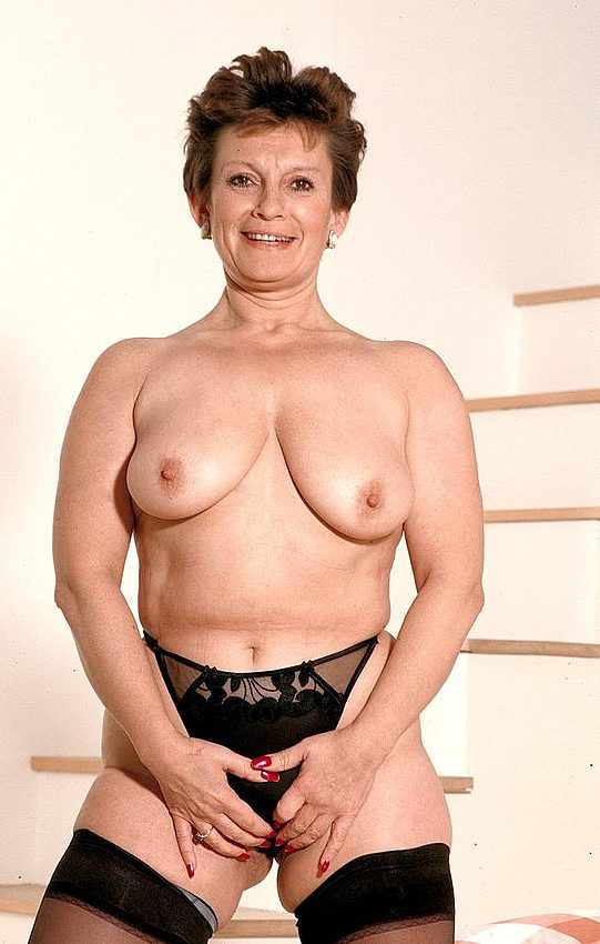 Mature women and grannies. Gallery - 312. Photo - 12