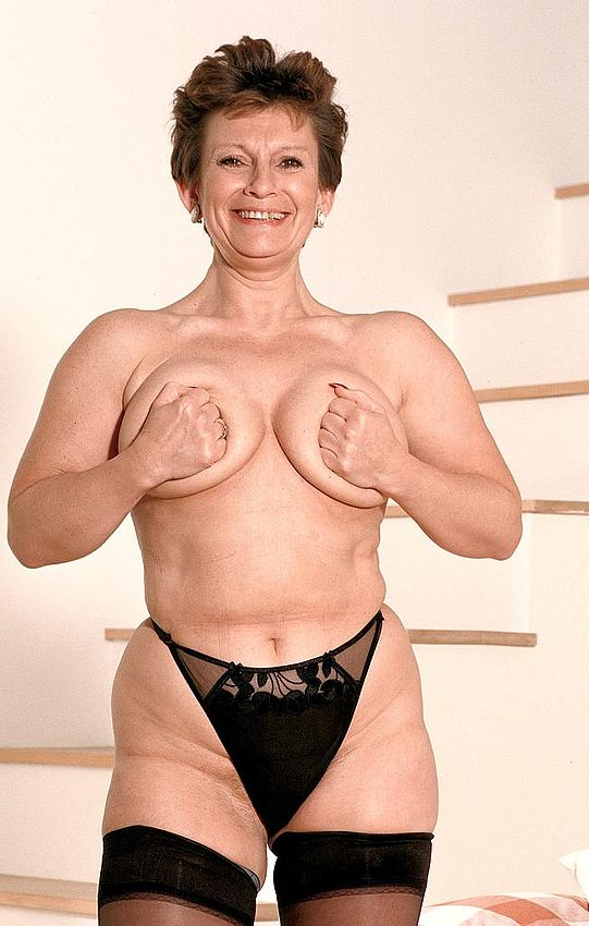 Mature women and grannies. Gallery - 312. Photo - 13