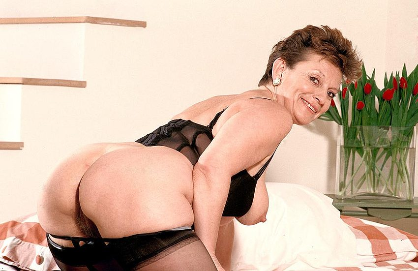 Mature women and grannies. Gallery - 312. Photo - 3