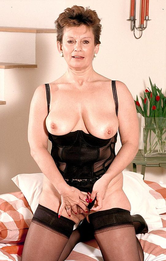 Mature women and grannies. Gallery - 312. Photo - 6