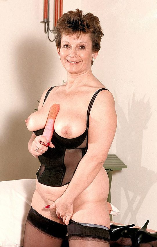 Mature women and grannies. Gallery - 312. Photo - 7