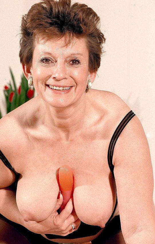 Mature women and grannies. Gallery - 312. Photo - 8