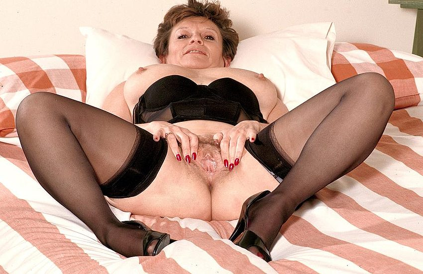 Mature women and grannies. Gallery - 312. Photo - 9