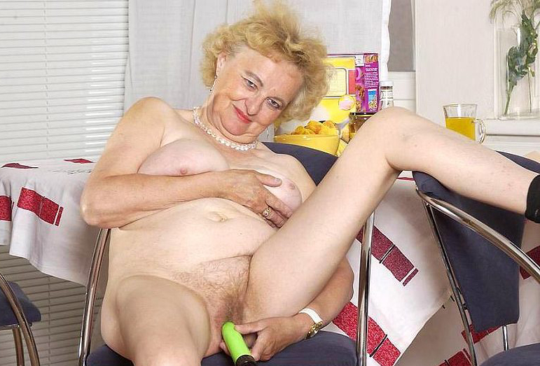 Mature women and grannies. Gallery - 316. Photo - 12