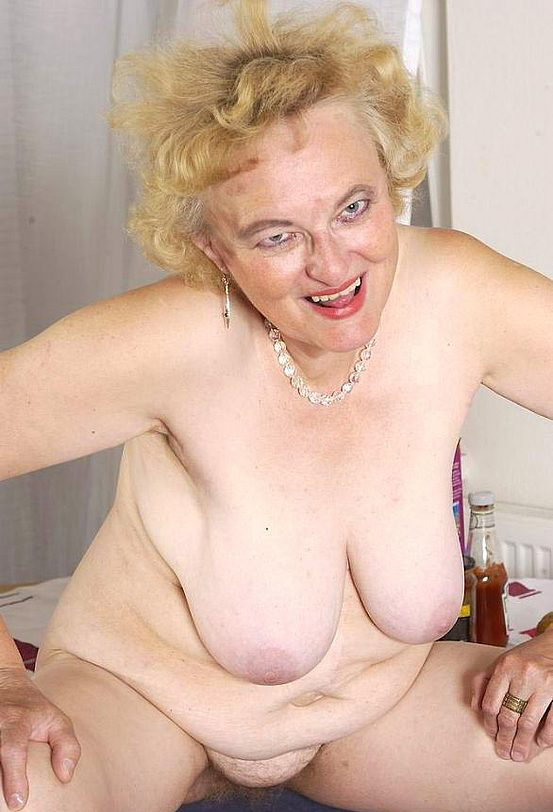 Mature women and grannies. Gallery - 316. Photo - 15