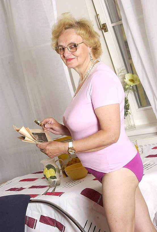 Mature women and grannies. Gallery - 316. Photo - 2
