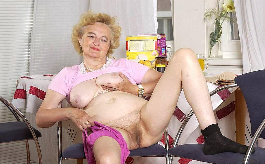 Mature women and grannies. Gallery - 316. Photo - 6
