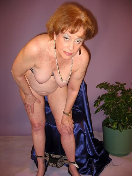 Mature women and grannies. Gallery - 319. Photo - 1