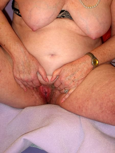 Mature women and grannies. Gallery - 319. Photo - 12