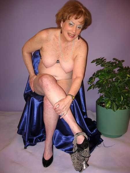 Mature women and grannies. Gallery - 319. Photo - 2