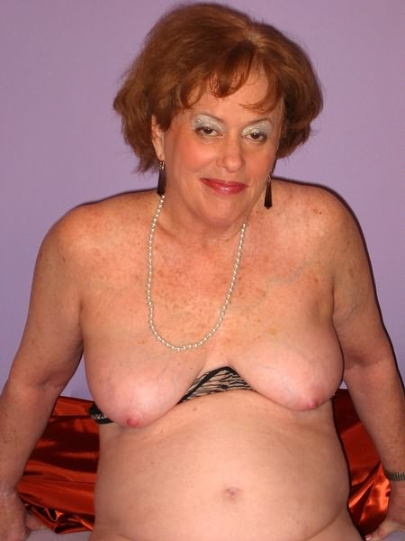 Mature women and grannies. Gallery - 319. Photo - 3