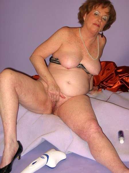 Mature women and grannies. Gallery - 319. Photo - 9