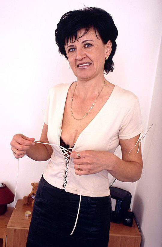 Mature women and grannies. Gallery - 320. Photo - 1