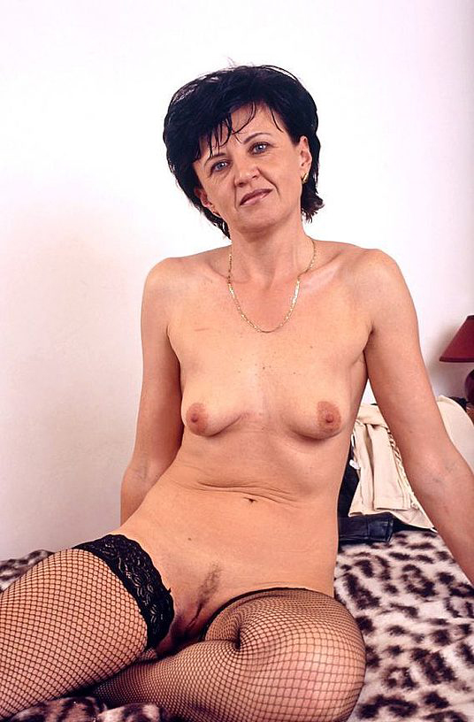 Mature women and grannies. Gallery - 320. Photo - 12