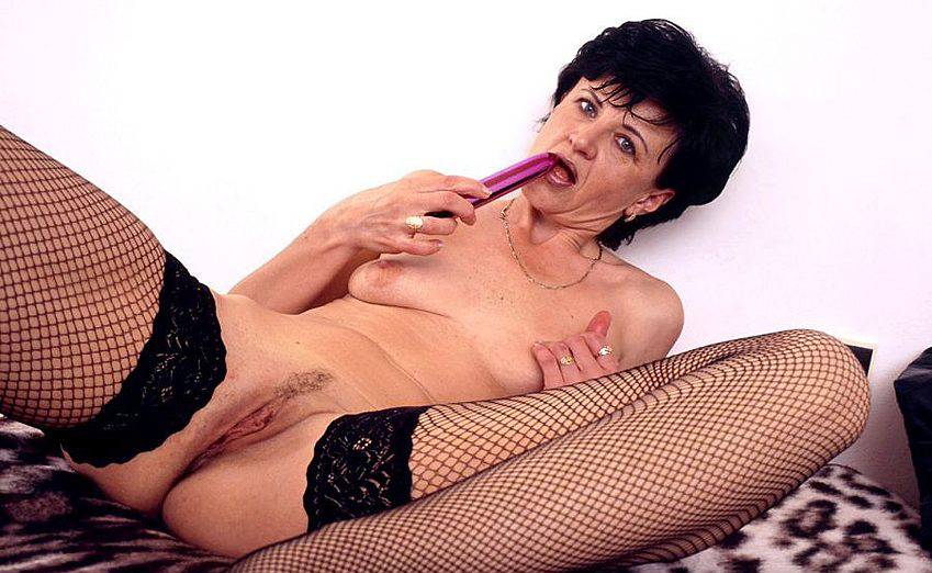 Mature women and grannies. Gallery - 320. Photo - 13
