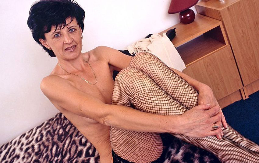 Mature women and grannies. Gallery - 320. Photo - 4
