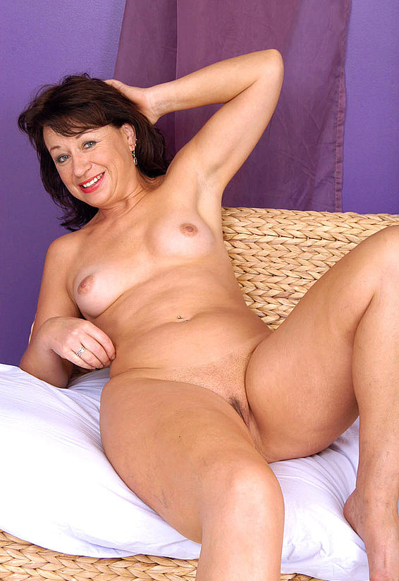 Mature women and grannies. Gallery - 321. Photo - 13