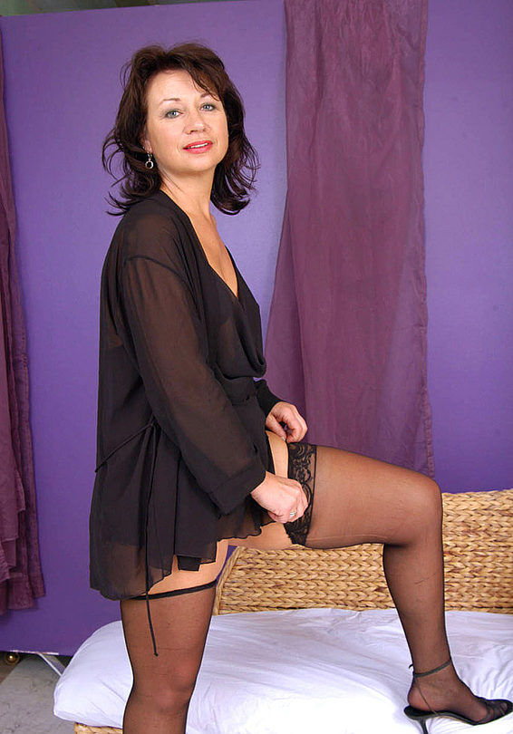 Mature women and grannies. Gallery - 321. Photo - 3