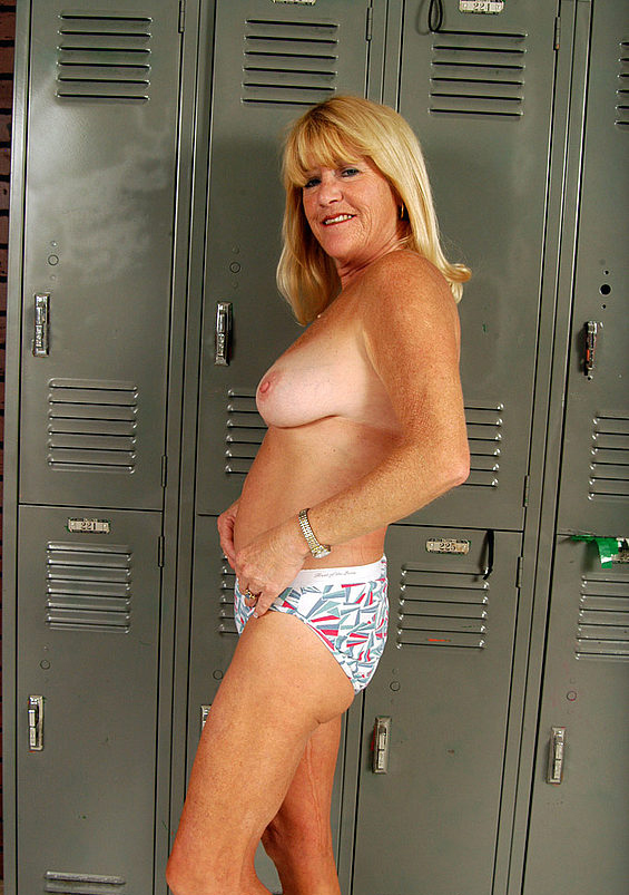Mature women and grannies. Gallery - 323. Photo - 11