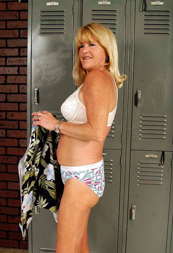 Mature women and grannies. Gallery - 323. Photo - 8