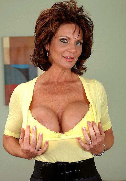 Mature women and grannies. Gallery - 324. Photo - 2