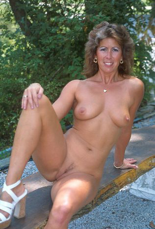 Mature women and grannies. Gallery - 325. Photo - 11