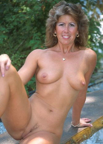 Mature women and grannies. Gallery - 325. Photo - 12