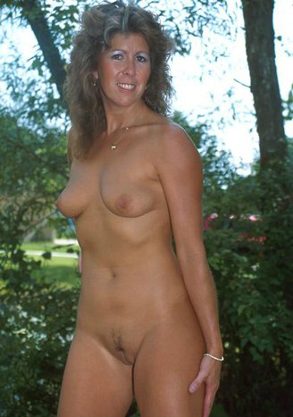Mature women and grannies. Gallery - 325. Photo - 4